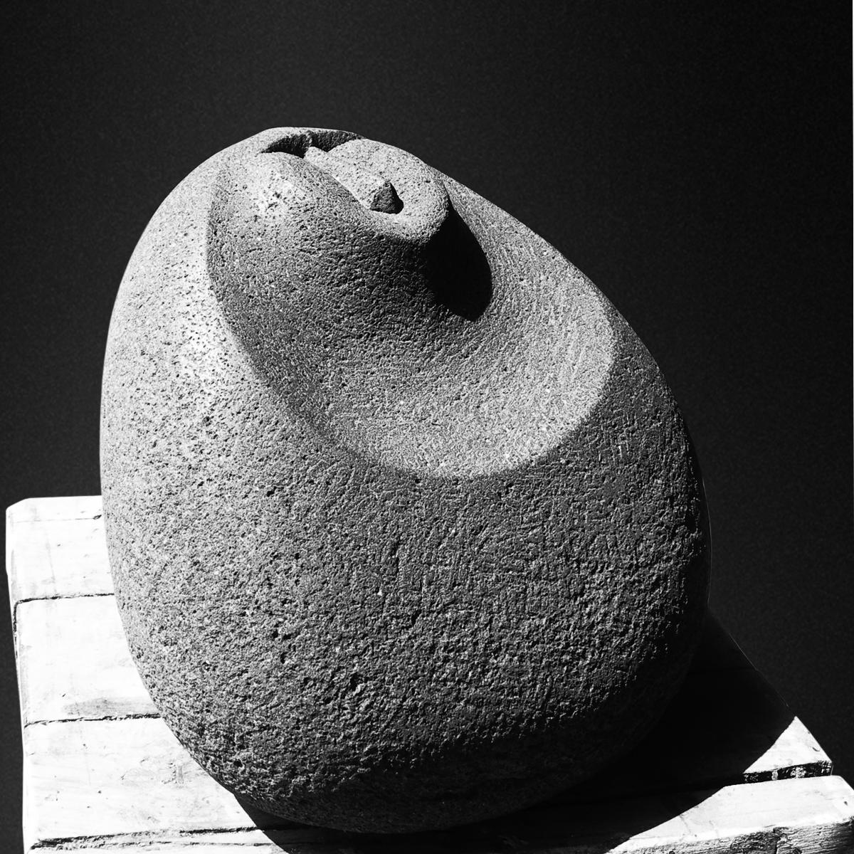 212-MAGNA MATER  -1997  -basalt  -36x35x31 cm.