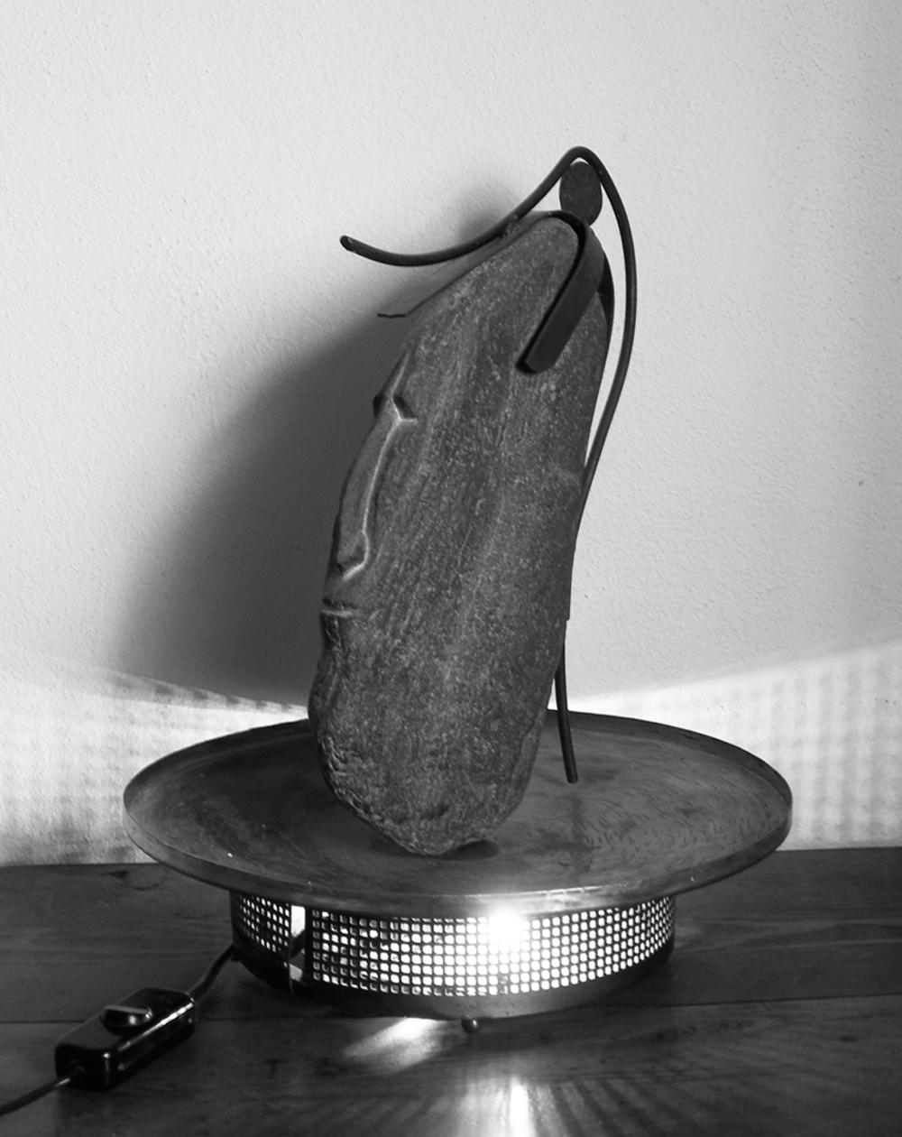 014 - TESTA DI GUERRIERO 1987 - iron/brass/copper lamp  220v  25w 40 x ∅32 cm.