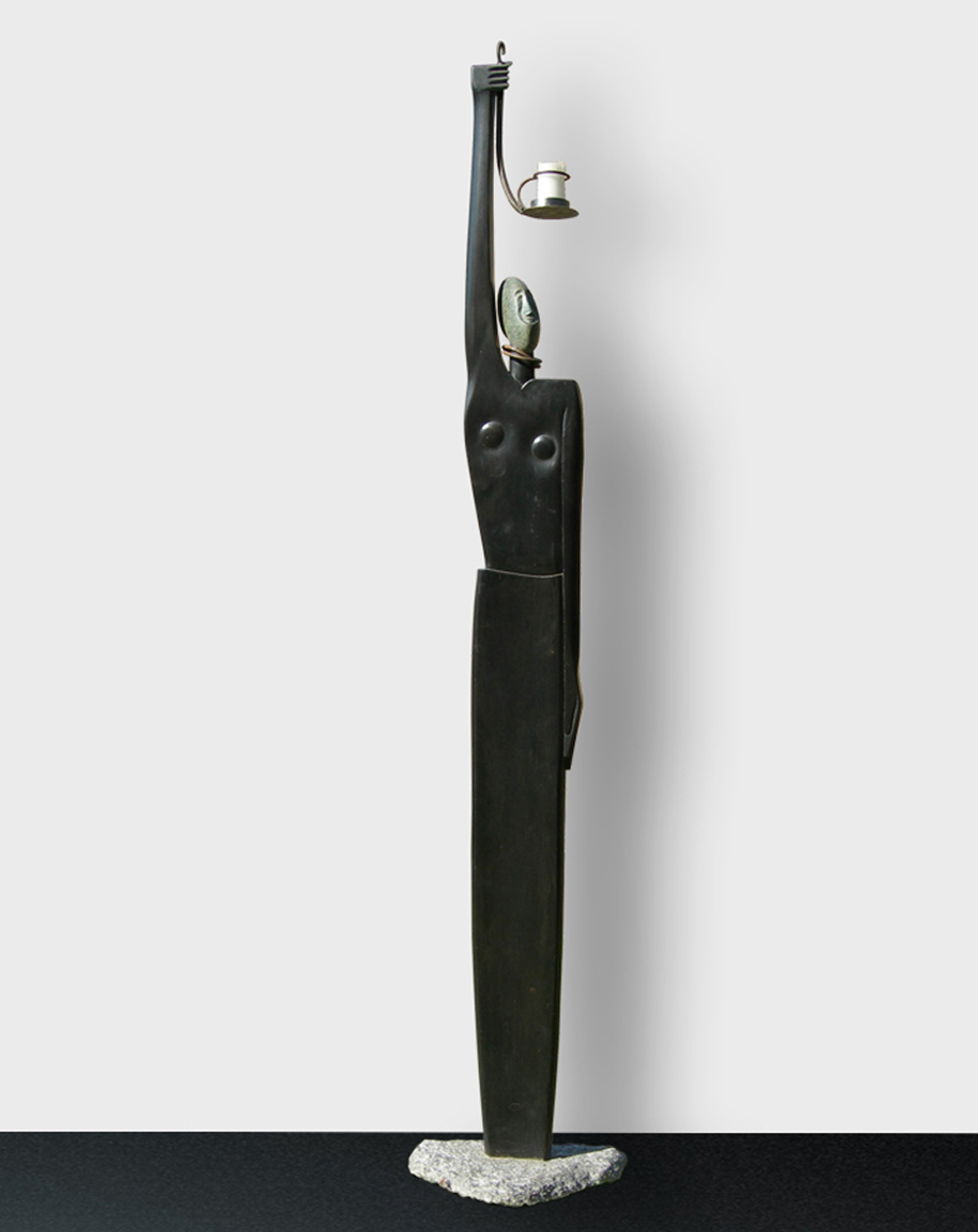 032-DRUIDESSA  -1988 granite/wood/stone/iron/pigment  -208x39x28 cm.