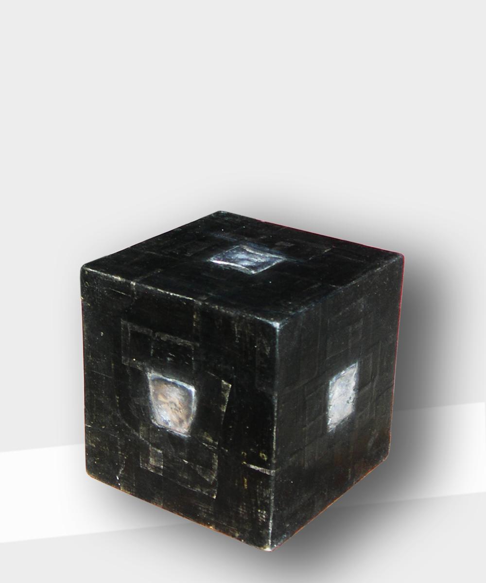 325-TOTEM      2014 legno/cotone/pigmento/stagno/cera d'api      25x25x25 cm.