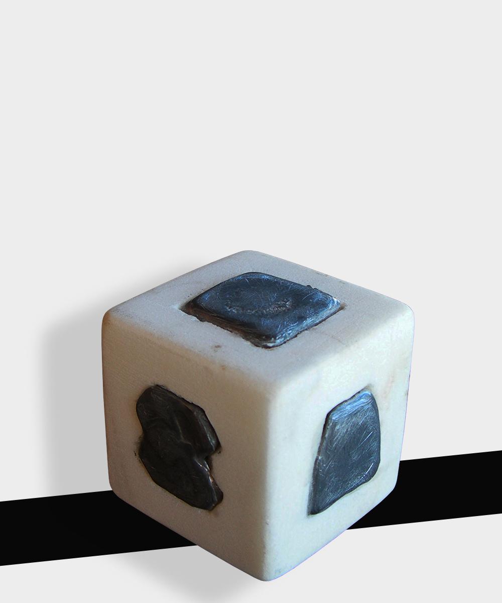 344-TOTEM  -2020 - marble Carrara white  lead 4 x 4 x 4 cm